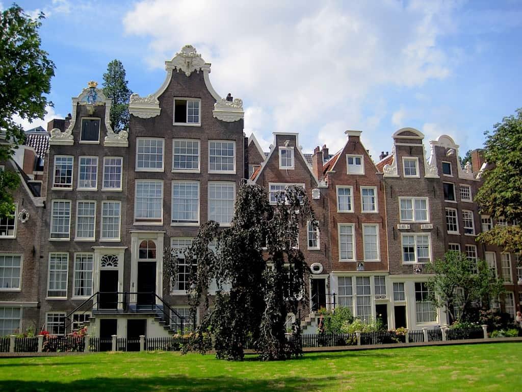 Amsterdam begijnhof pandjes