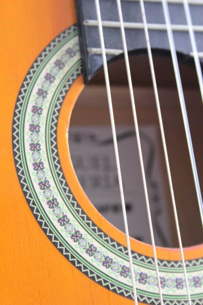 Boys World Guitar close