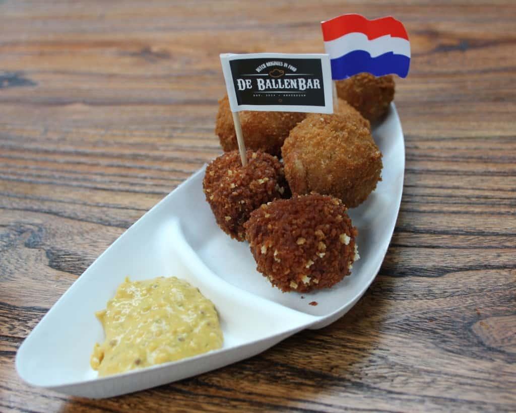 De Foodhallen Amsterdam De Ballenbar bitterballen
