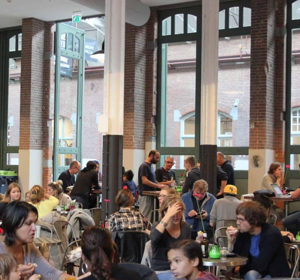 De Foodhallen Amsterdam publiek