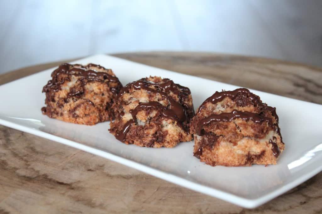 Kokosbollen met pure chocolade | ENJOY! The Good Life