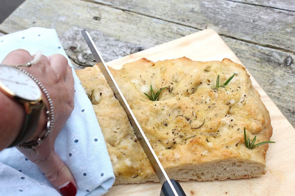 Focaccia met rozemarijn en zeezout | ENJOY! The Good Life