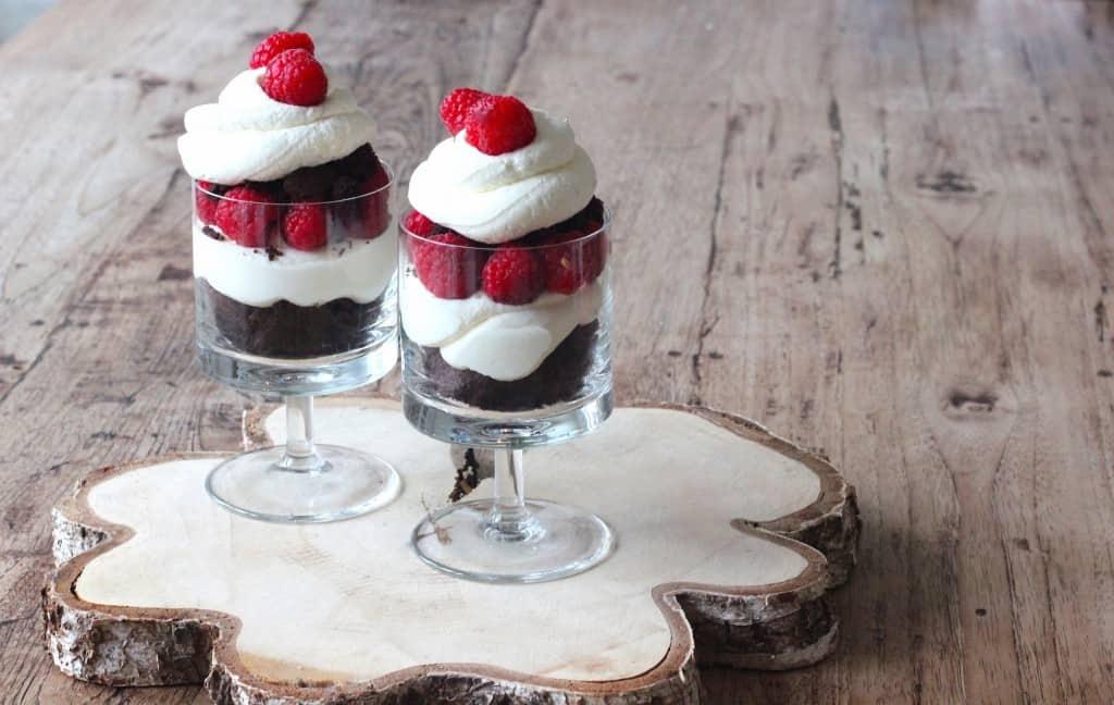 Framboos kladdkaka cheesecake trifle | ENJOY! The Good Life