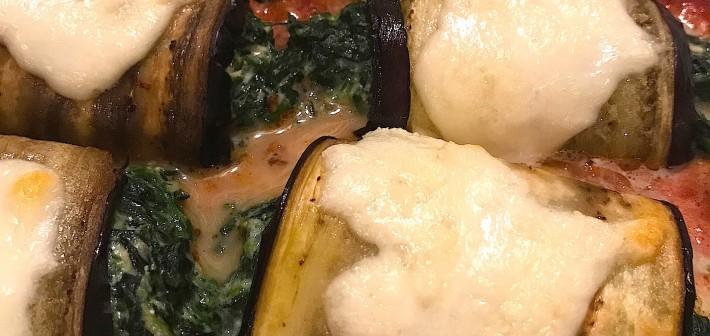 Aubergine rolletjes met spinazie en mozzarella
