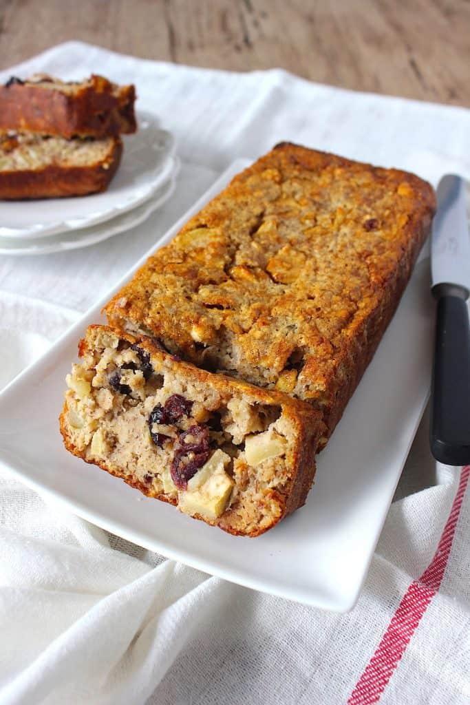 Bananenbrood met appel, kaneel en cranberry | ENJOY! The Good Life