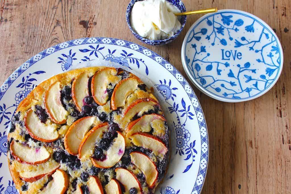 Appelcake met blauwe bessen | ENJOY! The Good Life