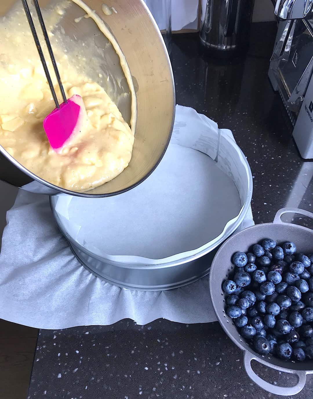 Appelcake met blauwe bessen | ENJOY! The Good Life