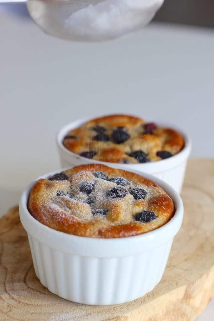 Ontbijttaartjes met banaan en blauwe bessen | ENJOY! The Good Life