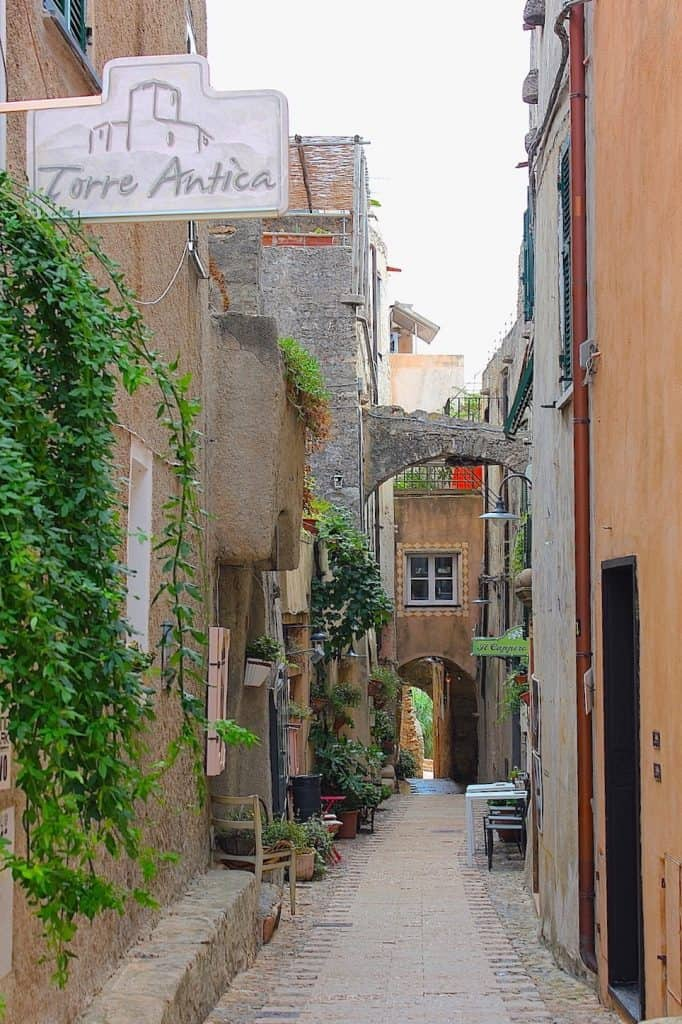 BORGIO VEREZZI, een pittoresk dorpje aan de Riviera | ENJOY! The Good Life