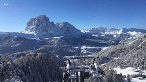 De jongenspuber stuurde vanochtend deze foto. Ze zijn op vakantie naar Italië en hadden een monsterrit. Hebben een halve dag voor de Brenner gestaan vanwege enorme sneeuwval en lawines. Ik maakte mij best een beetje zorgen. Maar dit ziet er toch wel fantastisch uit. #bofkont