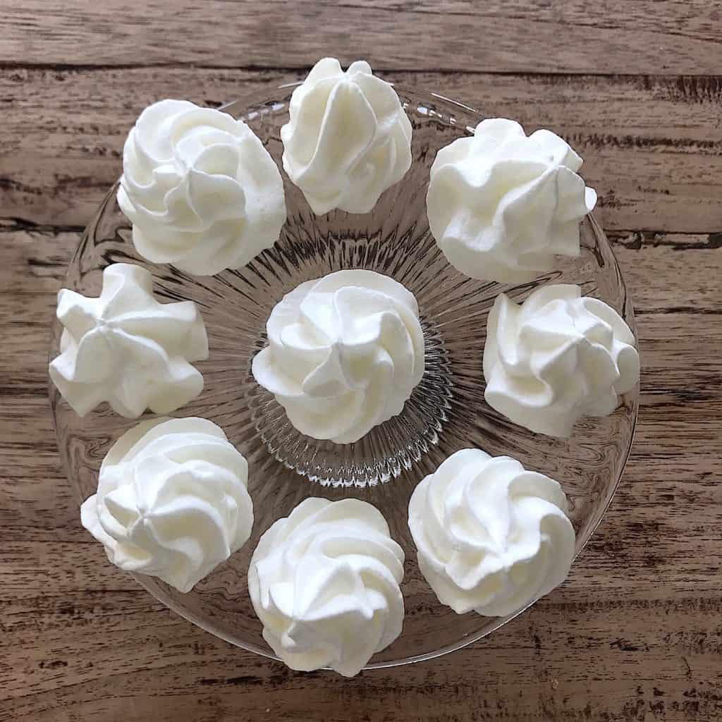 Mini meringue taartjes | ENJOY! The Good Life