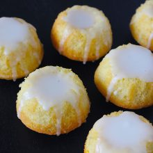 Lemon glaced mini bundt cakes