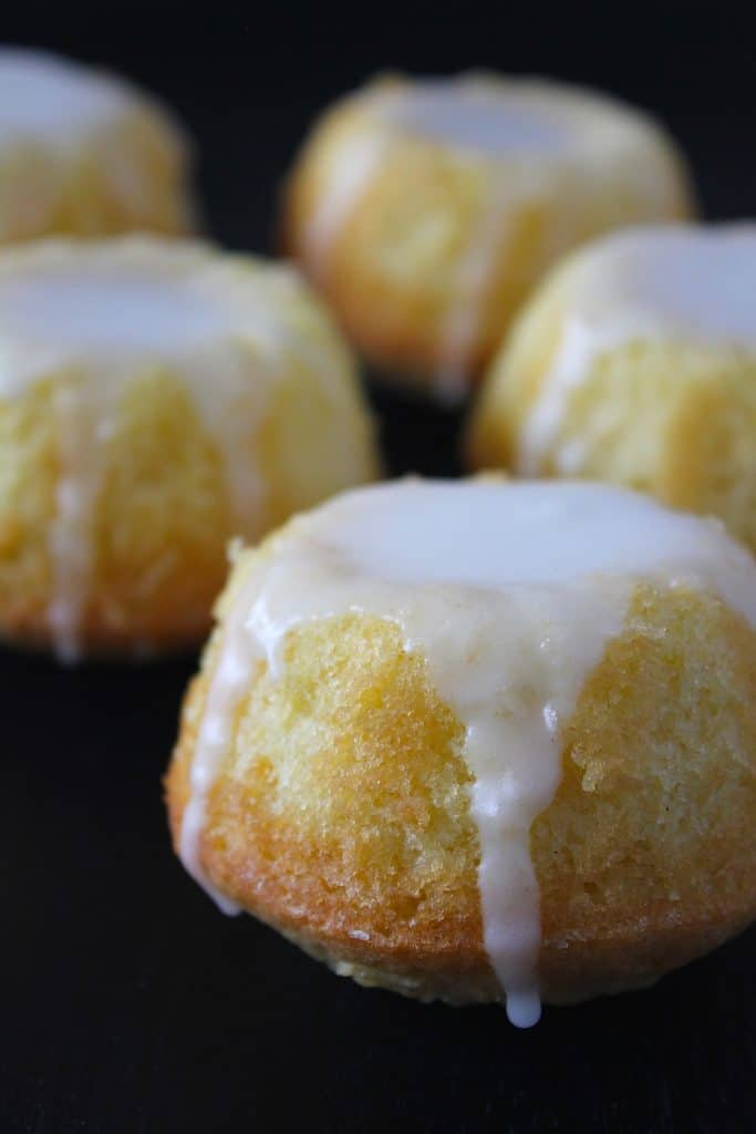 Lemon glaced mini bundt cakes | ENJOY! The Good Life