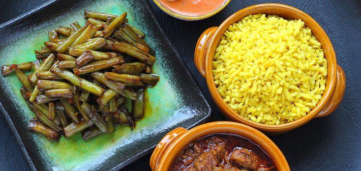 De Indonesische rijsttafel, al je favoriete gerechten verzameld