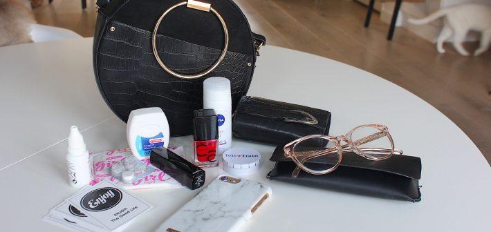 Deze 12 dingen mogen niet ontbreken in mijn handtas