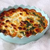 Zoete aardappel taart met spinazie en geitenkaas